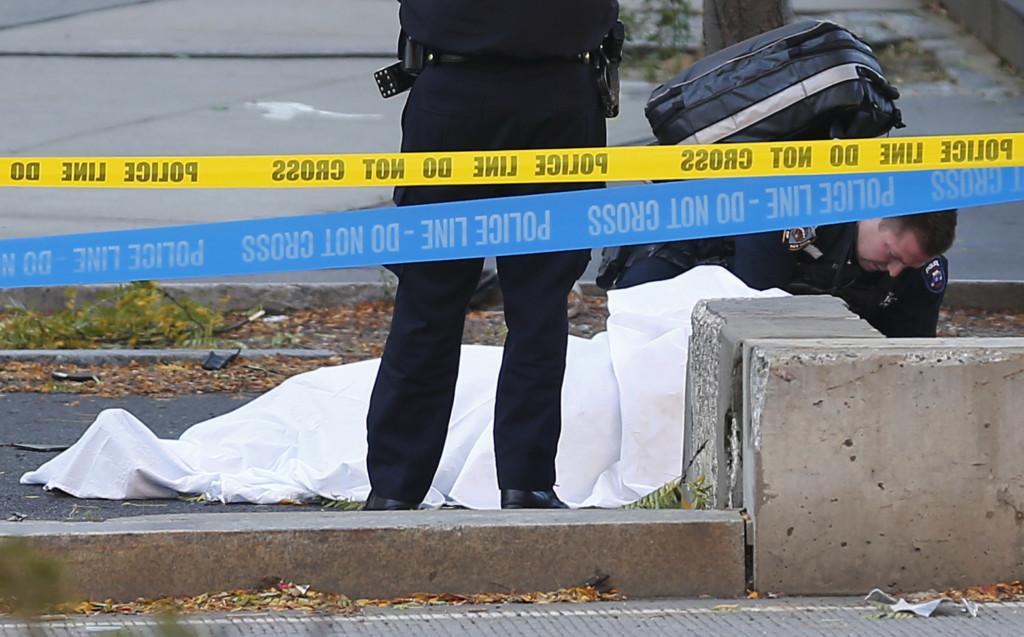 以為是萬聖節活動...紐約市區遭「小貨車恐攻」8死12傷,變態槍手持雙槍狂喊口號 (影片)