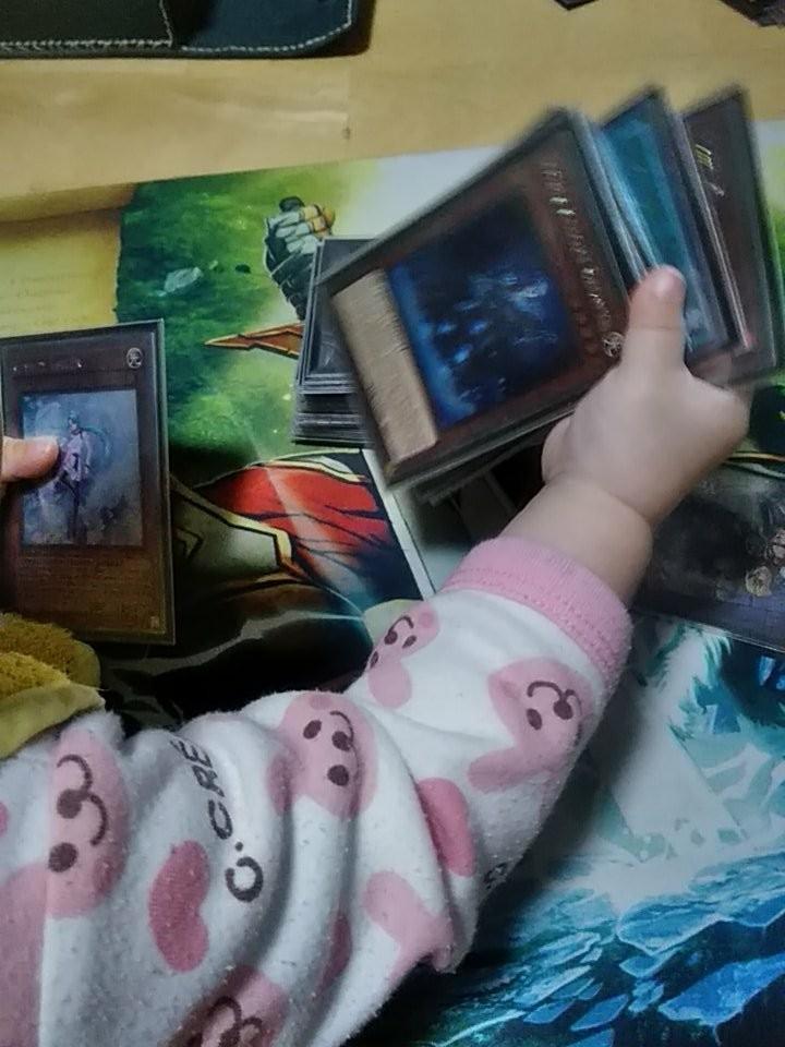 《遊戲王》4張限定青眼白龍「化身150萬學費」,肥宅收藏家「為女賣龍」內行玩家心淌血:全球只有1000張啊~