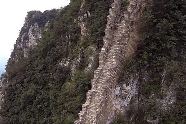 沒人看過的萬里長城!揭祕「無人踏足路段」空拍影片曝光「超陡峭建築」讓人嘆為觀止!(影片)