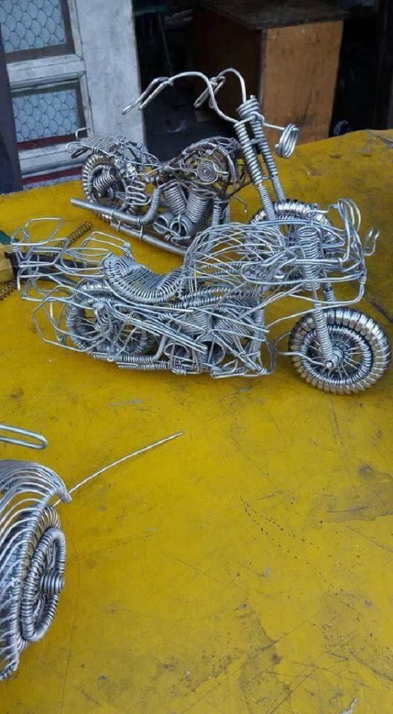 52歲司機用「鋁線」打造「超狂模型汽車」!西門町的變形金剛帥到爆!