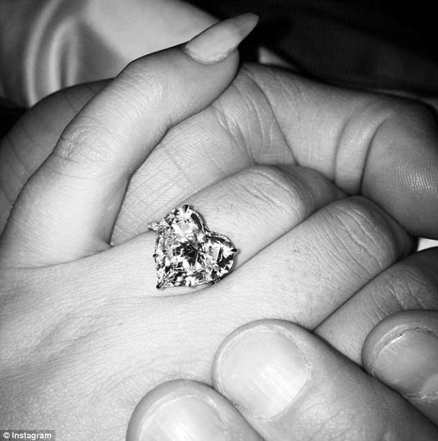 女神卡卡要當人妻了!秘密訂婚「小賈王牌經紀人」已得到爸爸批准!