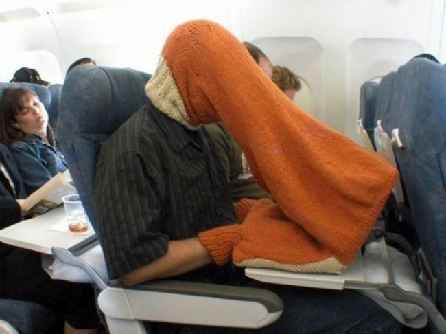 29張真實照片證明飛機上「什麼事都有可能發生」!沙烏地阿拉伯王子訂了80個機位給他的獵隼