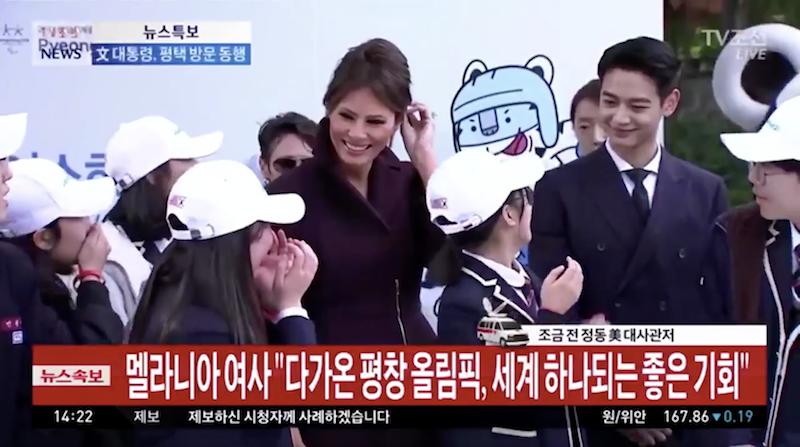 歐巴比國家更重要!梅蘭妮亞訪韓「學生突然尖叫」,以為是因為自己「燦笑回應」結果轉頭一看...超糗!(影片)