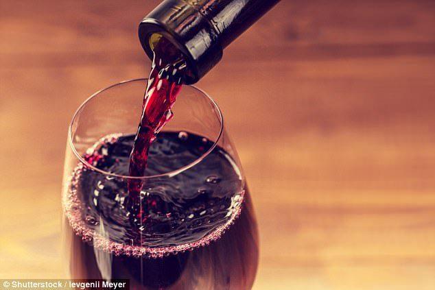 大學研究:每月喝至少5杯喝紅酒可讓你「懷孕機會暴增」,但不可喝超過這個份量!