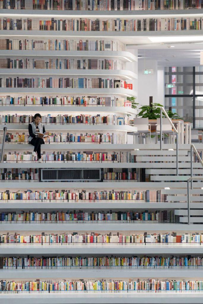「地表最美圖書館」內部空間照曝光!「超夢幻濱海之眼」讓你徜徉在純白書海裡離不開!