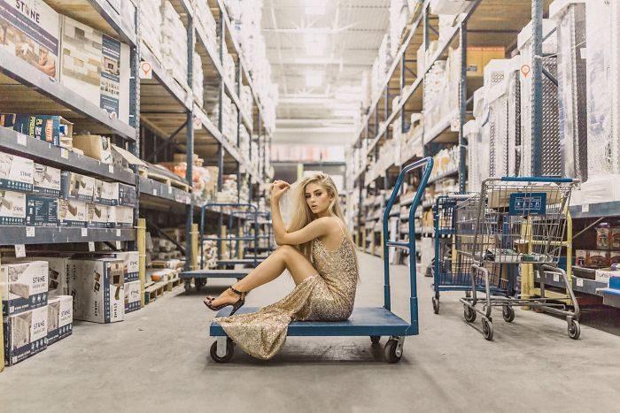 攝影師為證明「技術的重要性」 挑戰到大賣場「最醜地方」拍神照