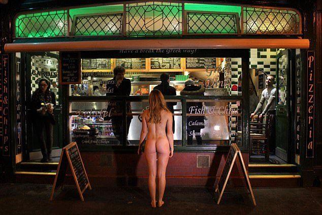 劍橋大學舉行「美臀大賽」!法律系正妹全裸秀「超渾圓美臀+激凸側乳」奪冠,她:比進劍橋大學更棒!