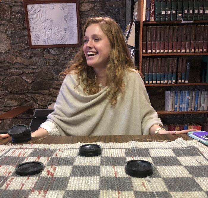 女大18變!每年家庭聚會都會記錄「表妹下棋落魄照」9年連莊後...網友:「變好正!」