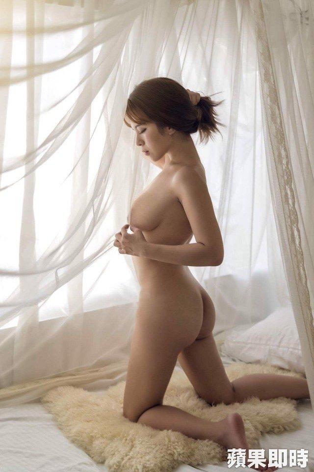 小李毓芬陈香菱「忘记贴胸贴」全裸上阵拍写真,预告「最后一本」为男友封尺度 -640_31700a46ae3ed6ba716cd9e6ada9c182