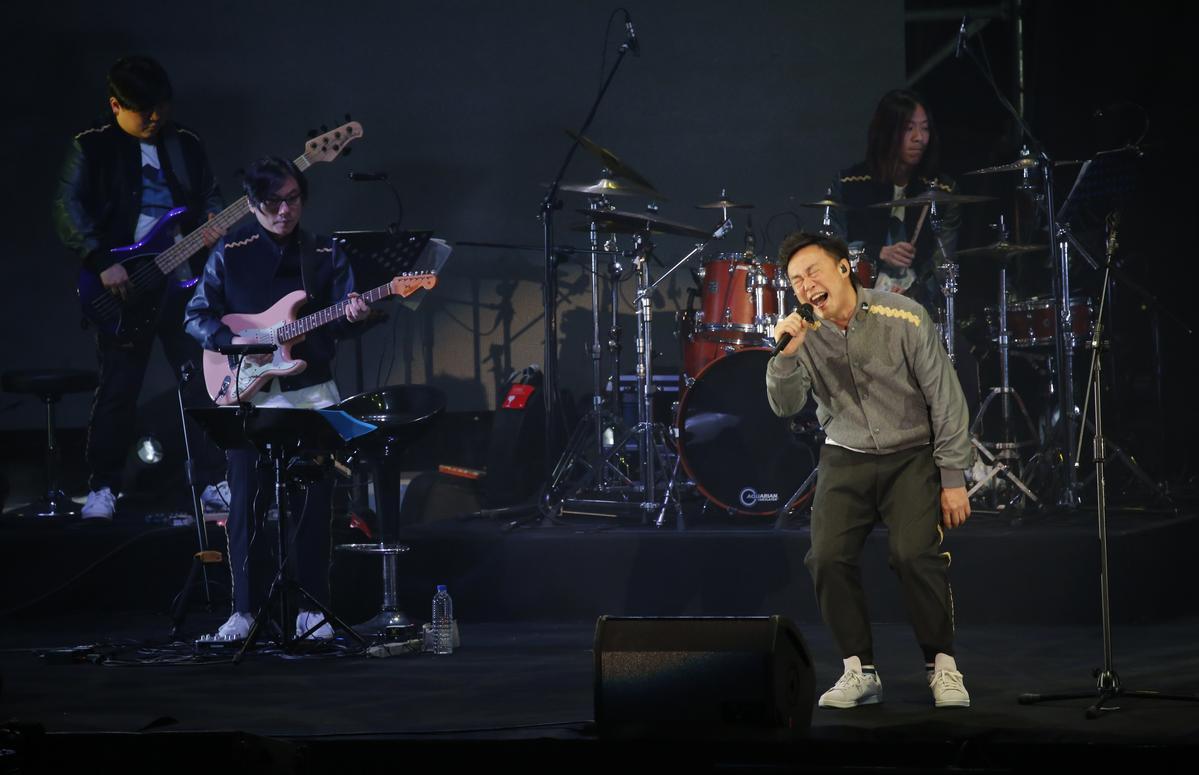 「台灣粉絲太驚人!」陳奕迅台北開唱秀新歌,台下畫面讓他大讚:「一群有良好教養的觀眾」