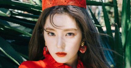 Red Velvet最新專輯中的Irene寫真曝光,蕾絲薄紗低胸太辣了!(5張)