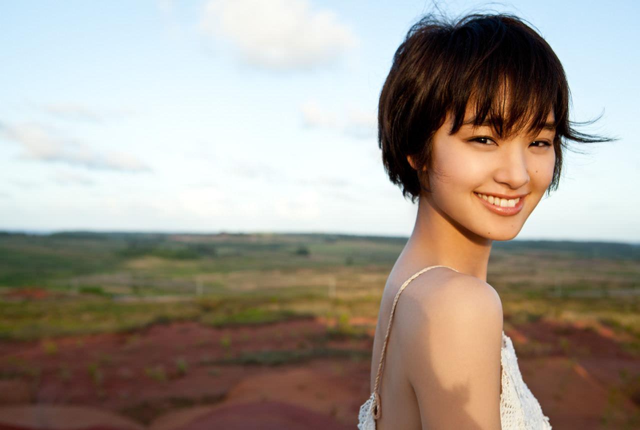 日本25歲女星自曝「現在還是會和爸爸一起洗澡」,網友崩潰喊噁,她:我覺得沒什麼!
