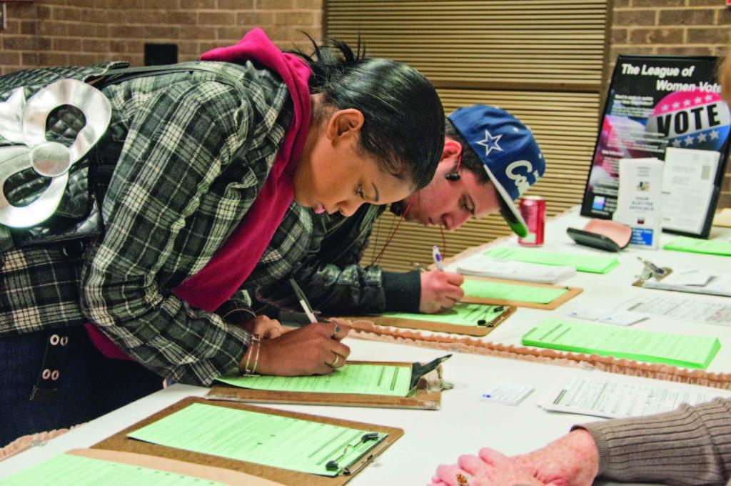 學生自以為聰明簽到後閃人,一到門邊聽心機老師說:剛剛那張簽到表是假的,這張才是真的