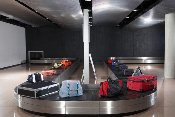 2個讓你「一下飛機就能拿到行李」超簡單小秘訣 別人還在等時你都開玩啦!