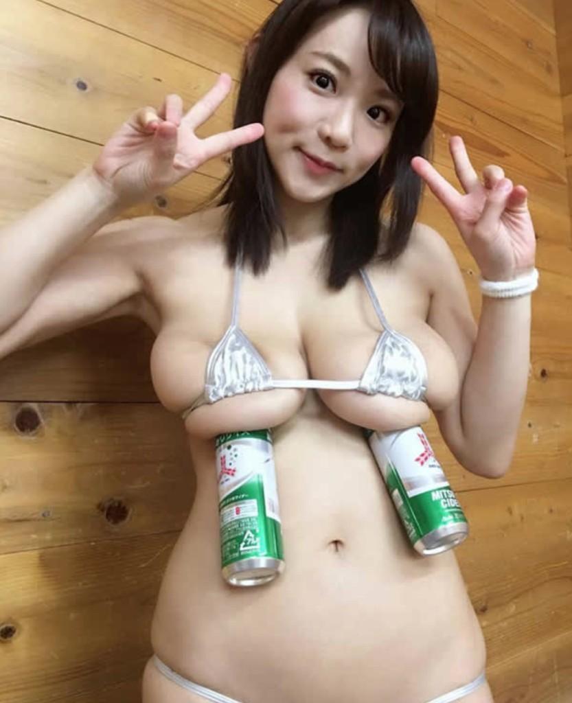 21張當胸部「越大會越多功能」的各種實用炫乳照!