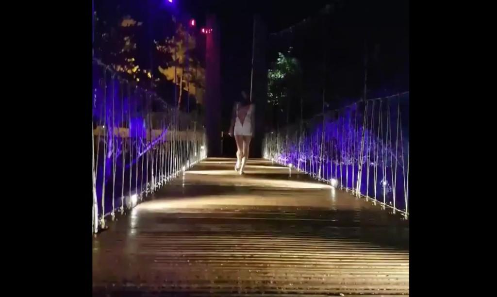男女「公然啪」影片流出,网友发现:「是新店碧潭吊桥?」 -Screen-Shot-2017-11-13-at-4.04.51-PM