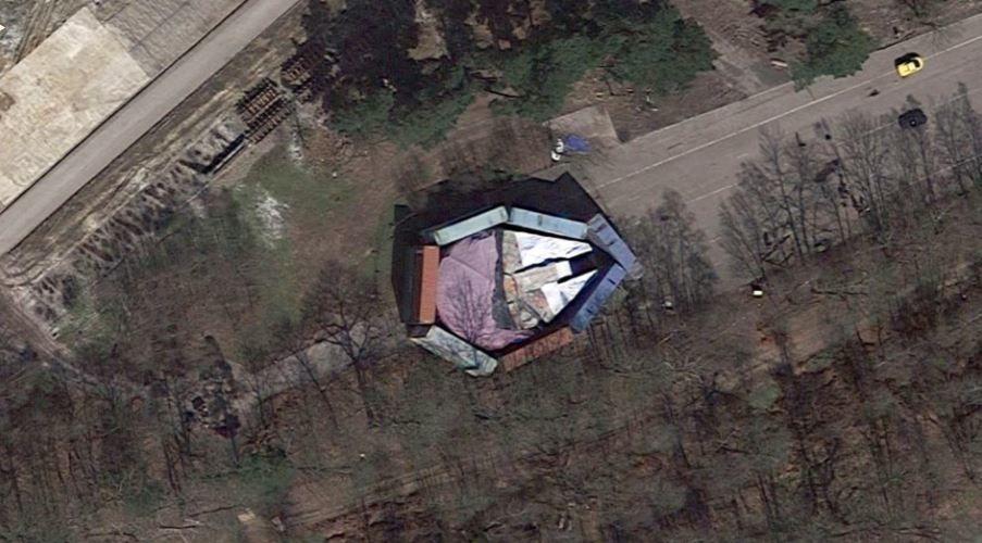 迪士尼藏英国公路旁「世纪惊喜」大曝光,被Google地图打脸出卖「让米奇光彩尽失」 -aaaaaC7Zq