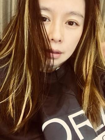 結婚3年全走樣...徐若瑄「嫁豪門變木門」,夫爆55億財務危機「她連拍4支廣告救夫」眼神渙散站街頭!