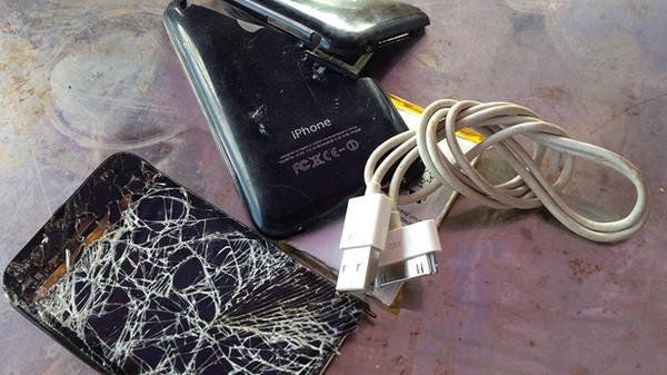 14少女充惨被电死!焦黑尸体手中握「用胶带修复过的iPhone 6充电线」…苹果手机电死人不只她! -d2924564