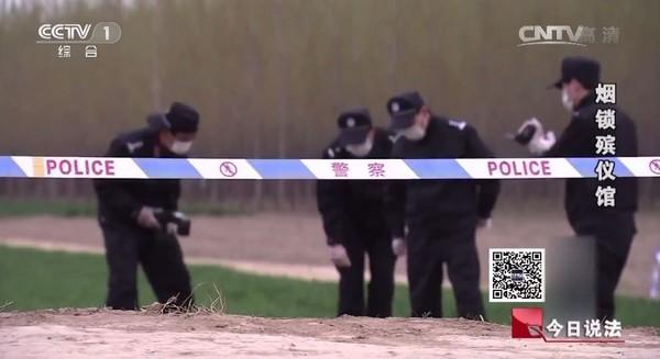 其實柯南是中國人!井底全裸男屍「警方公認史上最複雜的一案」,用一片落葉線索破案!
