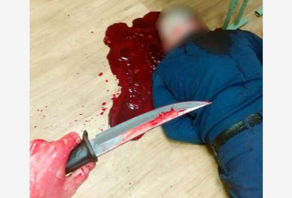 說要殺老師沒人聽,兇殘男大生將老師「殘忍割喉」後和屍體微笑自拍PO網!警方調查:是自殺遊戲「藍鯨」!