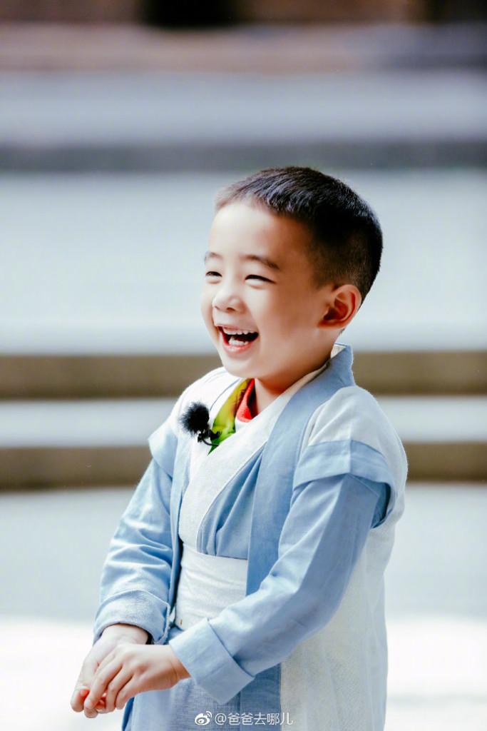 Jasper告別粉絲被老媽送進「全香港頂級貴族學校」...1年學費爆炸貴「口袋深不見底啊!」