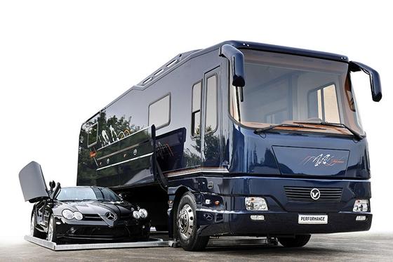 要價4.7億的露營車擁有「自己的超跑停車位」  經典客製化贏過五星級飯店!