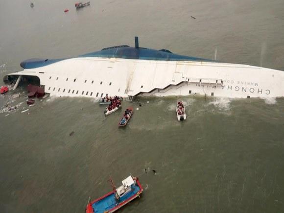 南韓世越號沉船事件「英勇教師」遺體尋獲,捨身救學生的老師可以安息了...
