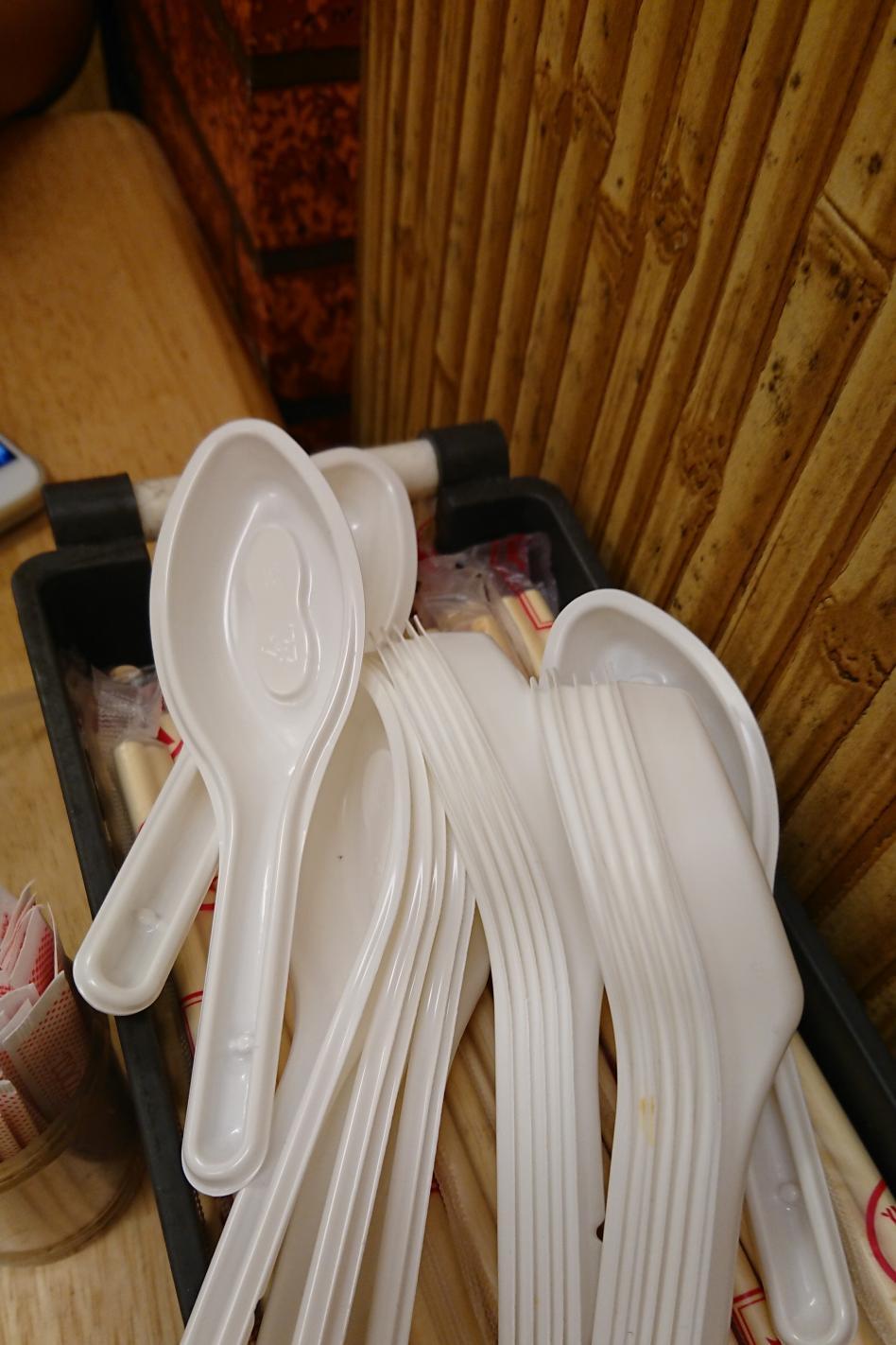 吃小火鍋驚見店家提供「6號塑膠湯匙」,他揭曉「編號秘密」暗藏的危機