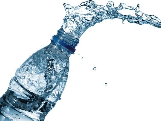 瓶裝的水比較純淨高尚?人類超過100年的自我欺騙,瓶子裡的水全都是「水龍頭流出來的!」
