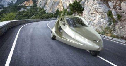 全世界第一輛「空陸兩棲飛天跑車」問世只要360萬!翅膀展開「電車根本不夠看」!