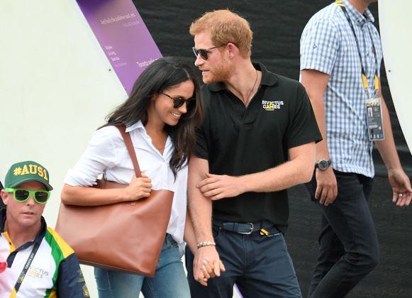哈利王子總是在公共場合「牽手放閃」,但威廉王子跟凱特卻沒有?專家這樣說