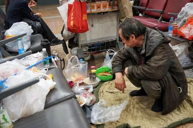 中國男子「住機場10年」成奇景,「家中黃臉婆」是主因...他:比家裡舒適自由!