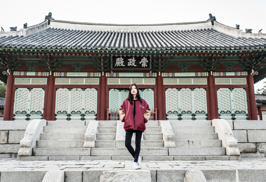 吾皇萬歲!韓國推出「龍袍夾克」時尚結合霸氣,3色「皇袍加身」朋友看到不跪不行!