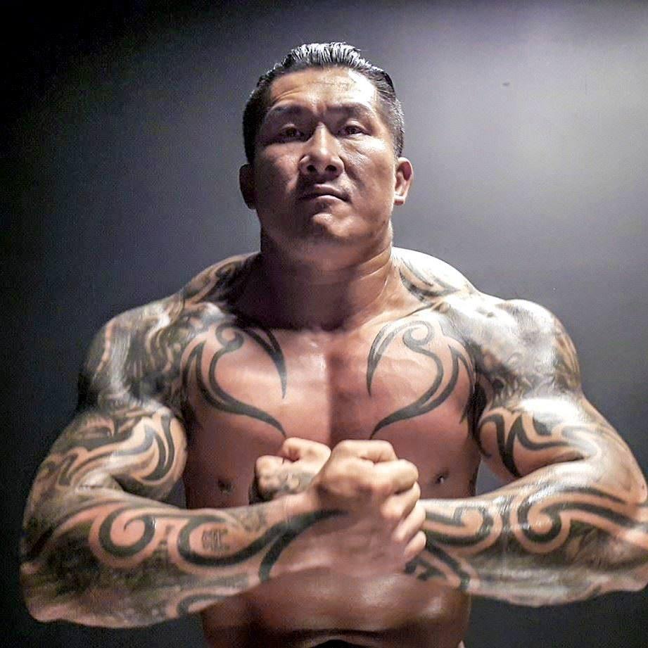 館長「登日本A.V男優模範」,臉書照片變「壯陽藥代言人」...本尊暴怒:懶叫共九逃?