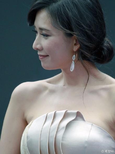 林志玲「高清無修圖照」首曝光,近看「魚尾紋現身」陸媒酸:不忍直視