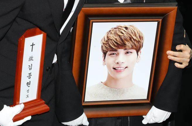 SHINee鐘鉉自殺「全團失去未來方向」出現變數,官方公告讓粉絲好揪心!