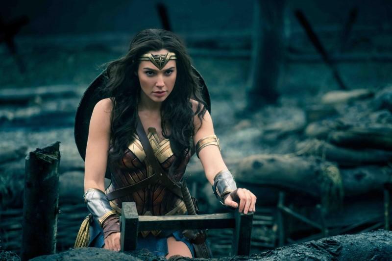 「神力女超人」蓋兒加朵下海拍色片!被鮮肉推倒戲碼網路瘋傳,他:未來大家都有機會成女主角!