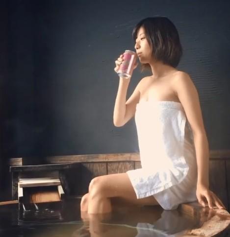 1500天「每天1杯生啤酒」,櫻花妹上圍UPUP變「巨乳妹」...看到改變網嚇壞:啤酒有這功能?