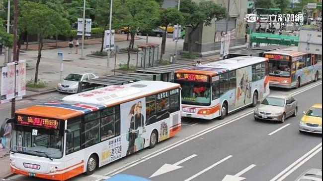 他看到4班「307公車」同時進站大驚小怪,秒被看出不是台北人