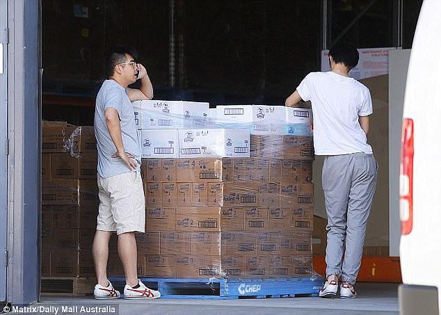 中國毒奶粉陰影「8年揮之不去」,代購幫「Costco當自家倉庫直接寄中國」旁邊民眾全看傻眼!