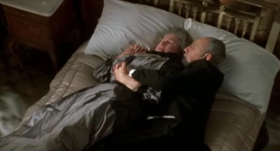 真正的愛情!《鐵達尼號》「在床上相擁而死的老夫妻」原來真有其人,「真實故事」比電影更摧淚!