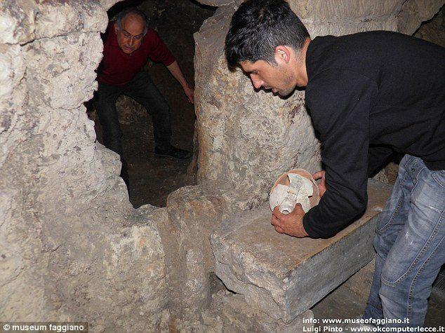 「廁所怪怪的」男子怒挖地下,結果「餐廳直接升級成博物館」賺翻!