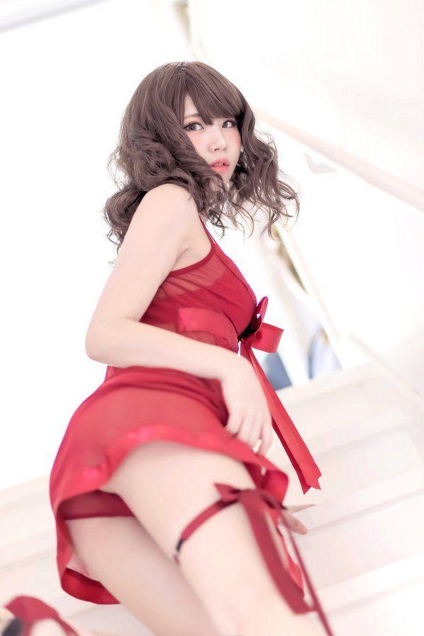 日本性感Coser自費出版寫真太辣「才2天就賺1000萬」,心中理想男友的條件是...