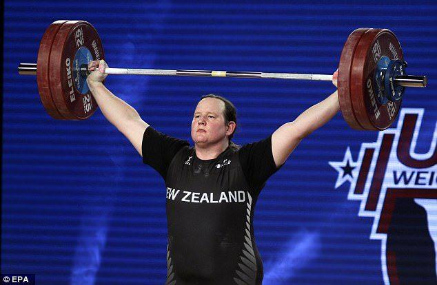 變性人奪走世界舉重銀牌「史上頭一遭」,冠軍教練嗆:因為沒人想看她奪冠