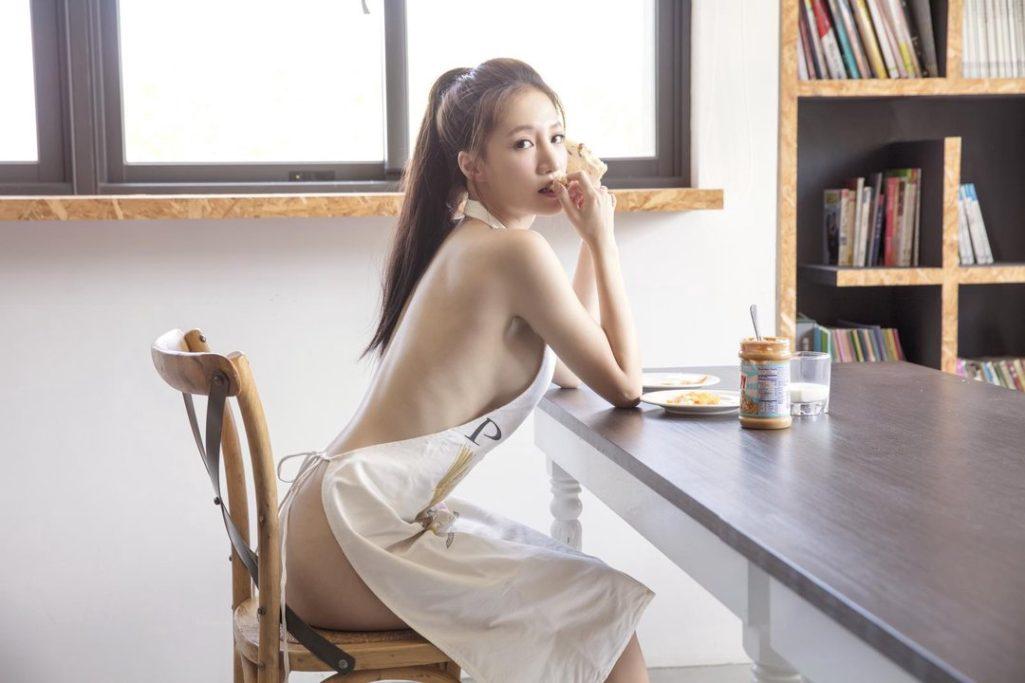 林采緹上節目宣傳全裸寫真被問「最常跟男友幹嘛」,秒回「X愛」主持人好尷尬