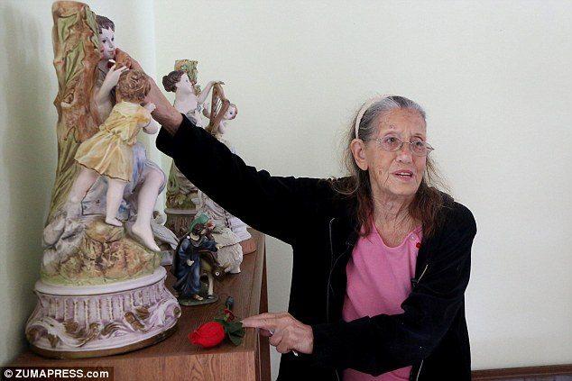 不捨住在社區35年的89歲奶奶被房東趕走,暖心鄰居「大手筆」買下房子讓她搬回來住!