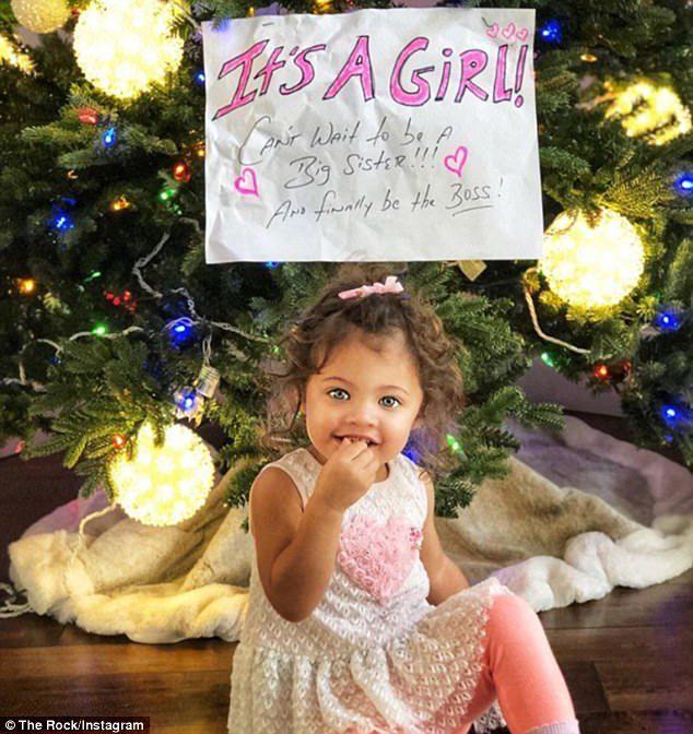 巨石強森PO出2歲女兒照片開心宣布喜訊:又要當老爸啦!