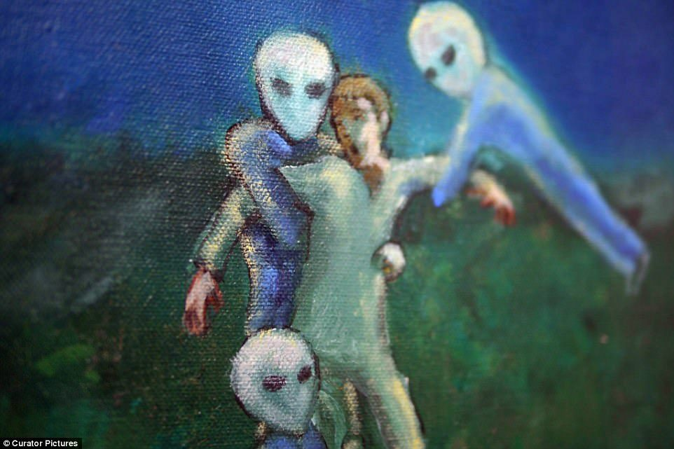 男子聲稱自己遇過身材火辣外星人還將「第一次」獻給她,兩人生下一大堆「外星寶寶」…