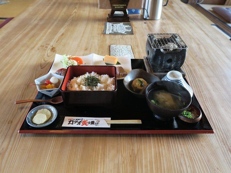 餐廳都不願收小費!日本人只好「用筷套摺紙」表達感激,服務員收集13000個舉辦最美展覽!